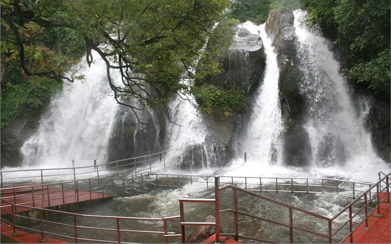 Aindharuvi Kutralam Waterfall Trunelveli Tamilnadu India