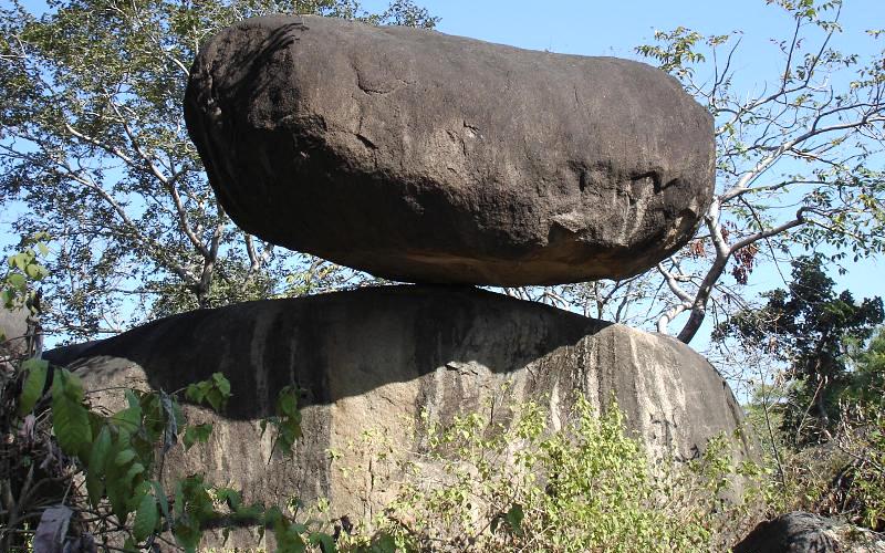 balancing-rocks-jabalpur madhya Pradesh