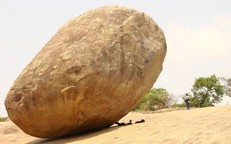 krishnas-butter-ball-mahabalipuram