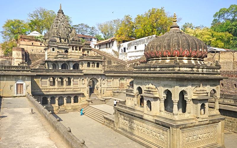 temple-in-maheshwar_on_narmada_river_madhya_pradesh