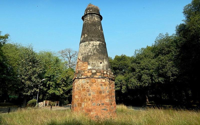 kos-minars-kurukshetra-india