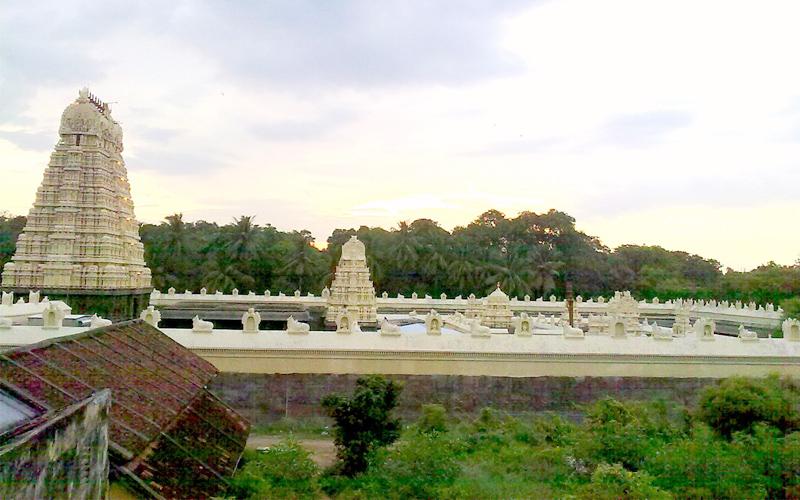 the-jalakandeswarar-temple-india