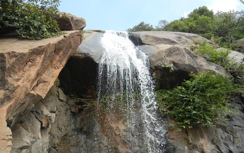 jalagamparai-falls-india