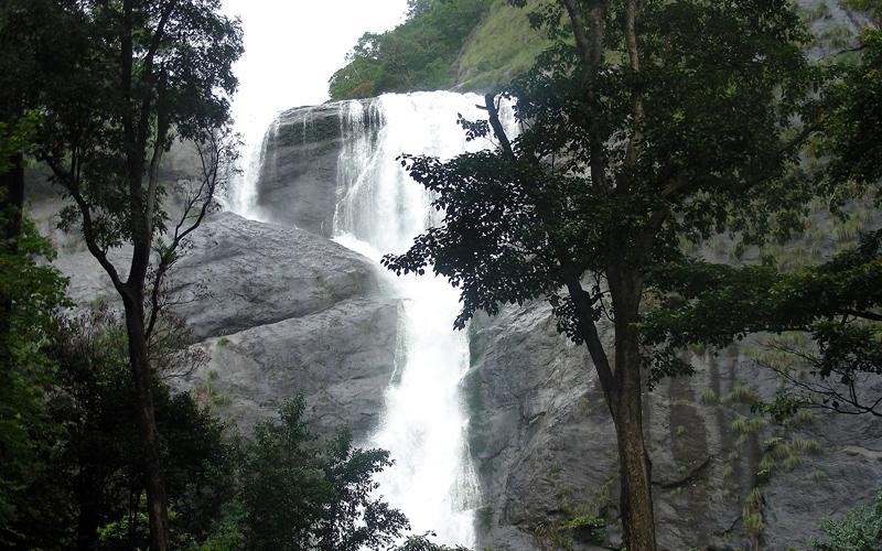 palaruvi-waterfalls-india