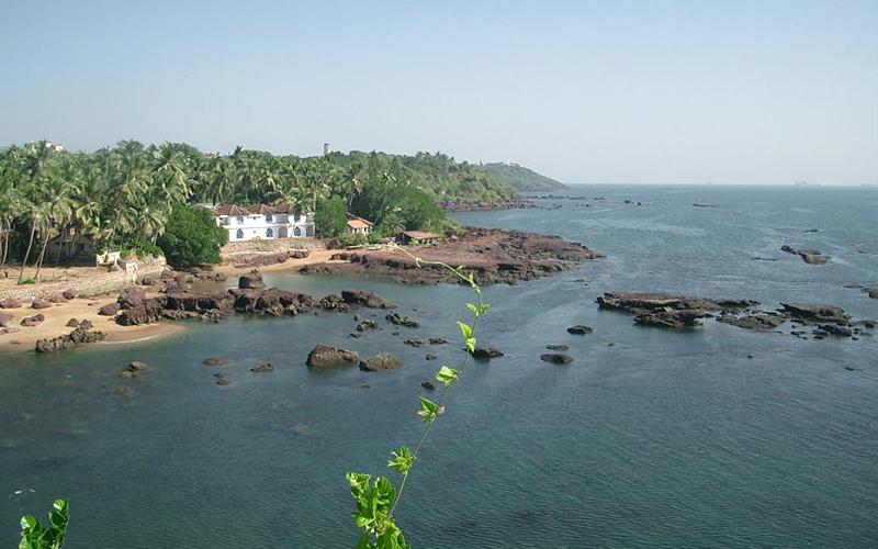 dona-paula-beach-india