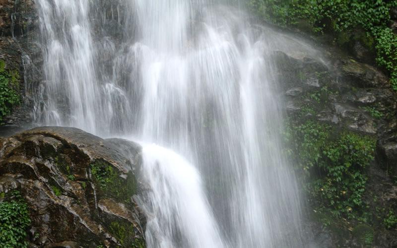 kanchenjunga-falls-india