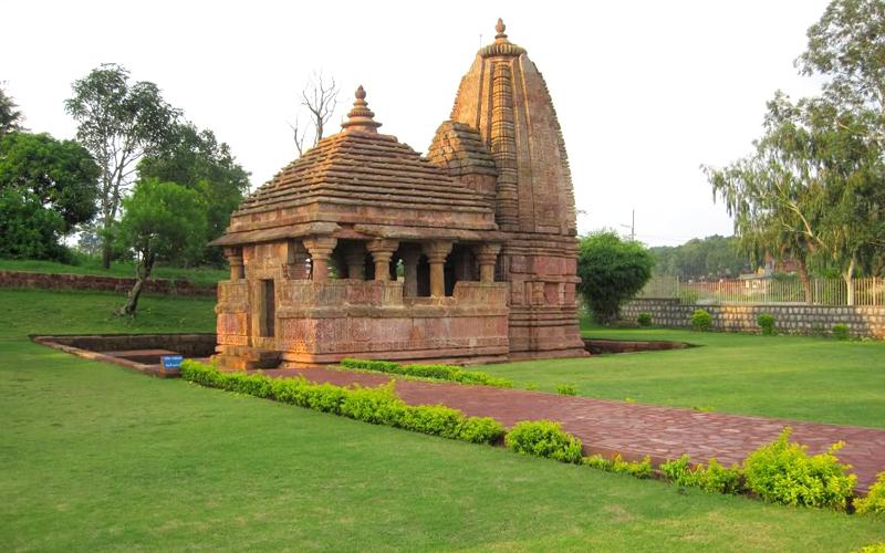 old-temples-of-kalachuri-period-india