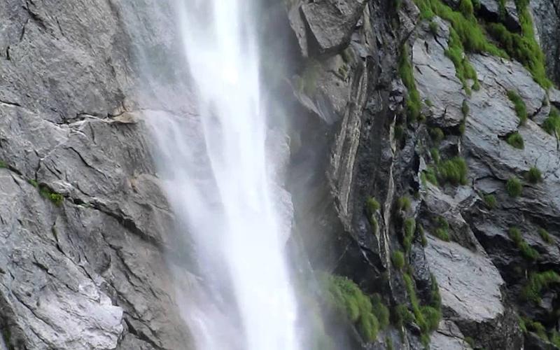 vasundhara-falls-india