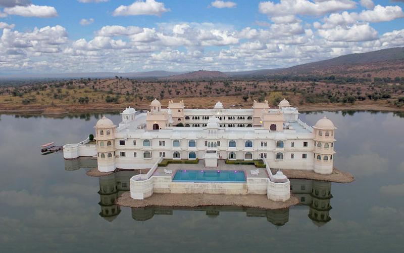 lake-nahargarh-palace-india