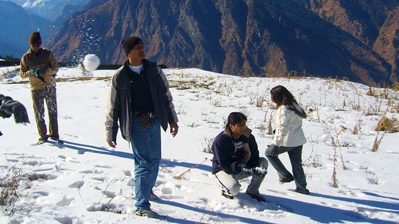 snow-trek-to-sattal-india