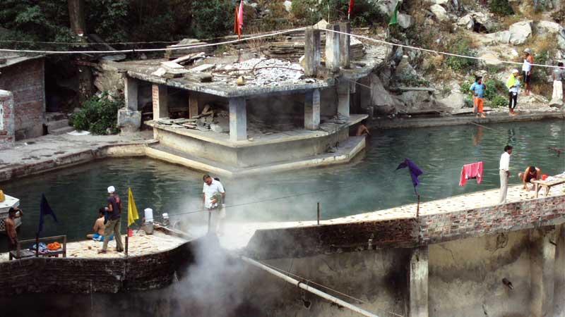 Hot_springs_at_Manikaran,Himachal_Pradesh