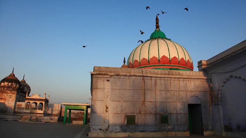 dargah-char-qutab