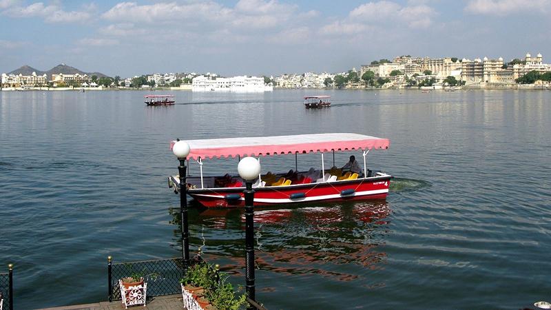 boating-ride-to-jag-mandir-palace