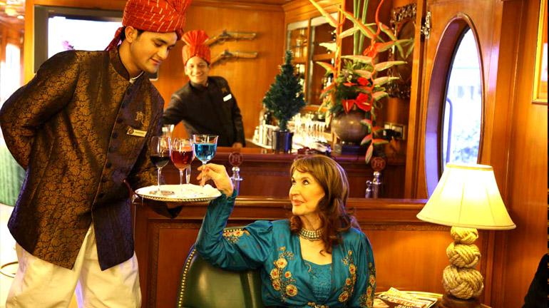 maharajas-express-luxury-train-the-rajah-club-lounge-bar
